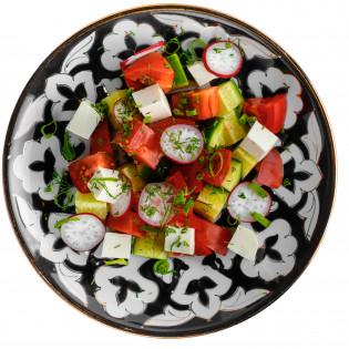 Свежие овощи с сыром фета