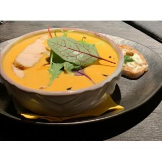 Крем- суп из тыквы с греческим йогуртом и печеным перцем