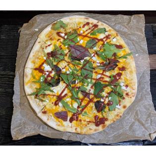 Пицца  Сырная с ягодным соусом.