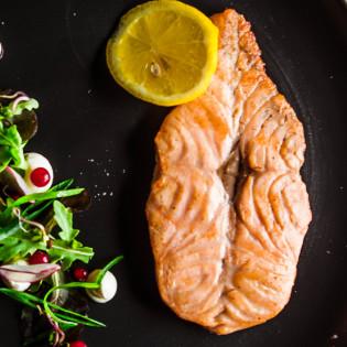 Гриль стейк из лосося